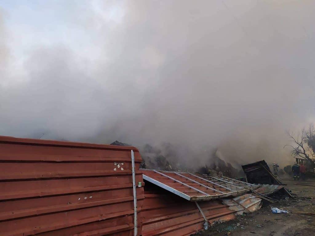 Ελεγχοι για περιβαλλοντική ρύπανση μετά την πυρκαγιά στο Μπολάτι