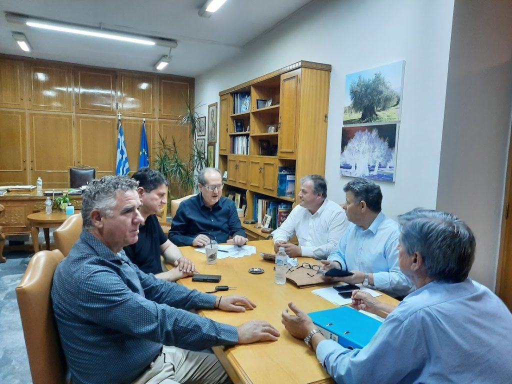 Υπογραφές περιφερειάρχη για το Χατζή – Κρεμμύδια και την παραχώρηση οικοπέδου στον Δήμο Τριφυλίας