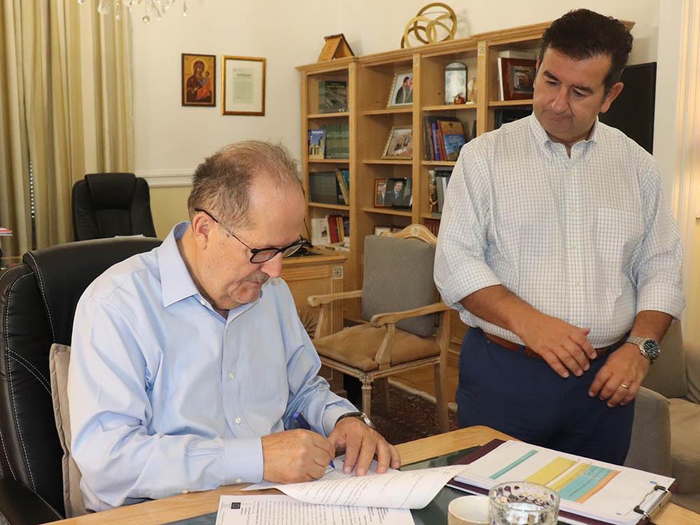 Υπογραφή συμβάσεων τριων έργων από τον περιφερειάρχη Πελοποννήσου Π. Νίκα