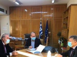 Υπογράφηκε από τον περιφερειάρχη Πελοποννήσου Π. Νίκα και τον δήμαρχο Τριφυλίας Γ. Λεβεντάκη η σύμβαση για το αλιευτικό καταφύγιο Μαραθόπολης