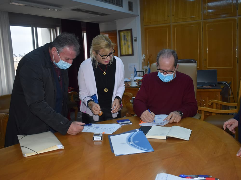 Συμβάσεις αναβάθμισης του αγροτικού δικτύου σε δύο δήμους της Μεσσηνίας υπέγραψε ο περιφερειάρχης Π. Νίκας