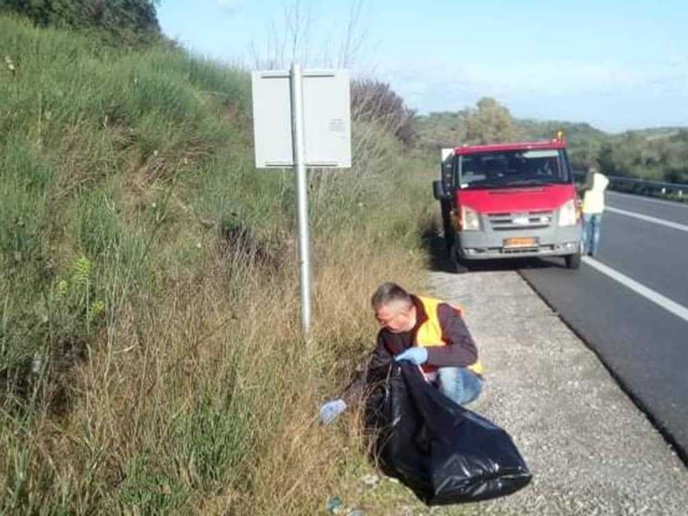 Με εντατικούς ρυθμούς συνεχίζονται οι καθαρισμοί του οδικού δικτύου από την Π.Ε. Λακωνίας
