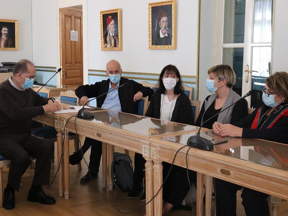 Υπογράφηκε η σύμβαση Περιφέρειας και ΕΜΠ για το σχέδιο αντιμετώπισης της ρύπανσης που προκαλείται από τον κύκλο εργασιών των πυρηνελαιουργείων