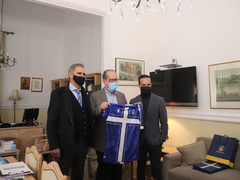 Στον περιφερειάρχη Πελοποννήσου Π. Νίκα η διοίκηση του Αστέρα Τρίπολης, προσέφερε την επετειακή εμφάνιση της ομάδας