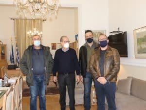 Με εκπροσώπους των πυροσβεστών συναντήθηκε ο περιφερειάρχης Πελοποννήσου Π. Νίκας