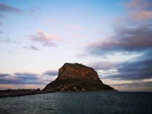 Εργο φωτισμού του βράχου της Μονεμβασιάς προγραμματίζει η Περιφέρεια Πελοποννήσου