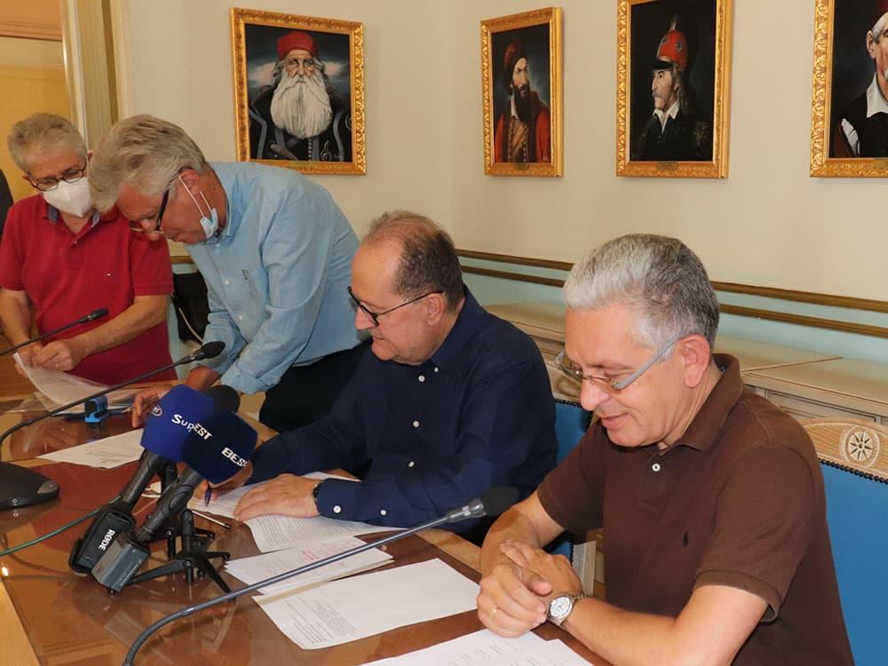 Συμβάσεις δύο έργων στην Αρκαδία με προϋπολογισμό 1,5 εκ ευρώ υπέγραψε ο περιφερειάρχης Πελοποννήσου Π. Νίκας