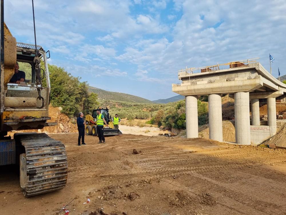 Θεμελιώθηκε το τελευταίο βάθρο της γέφυρας στην παράκαμψη Δολιανών