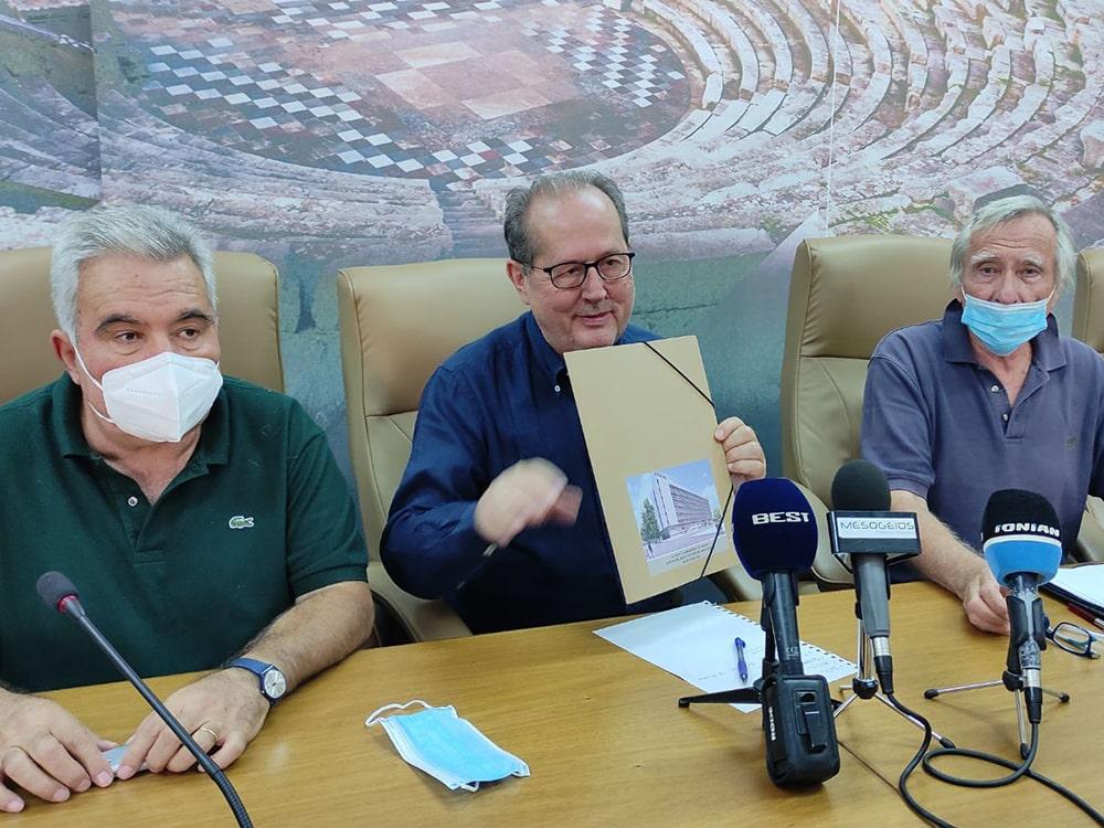 Παραδόθηκε στον περιφερειάρχη Πελοποννήσου Π. Νίκα η μελέτη ανακαίνισης του διοικητηρίου της Π.Ε. Μεσσηνίας, στην Καλαμάτα