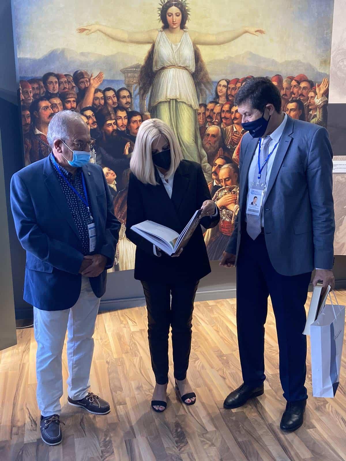 Στο επετειακό περίπτερο της Περιφέρειας Πελοποννήσου στην 85η ΔΕΘ η πρόεδρος του ΚΙΝΑΛ Φ. Γεννηματά
