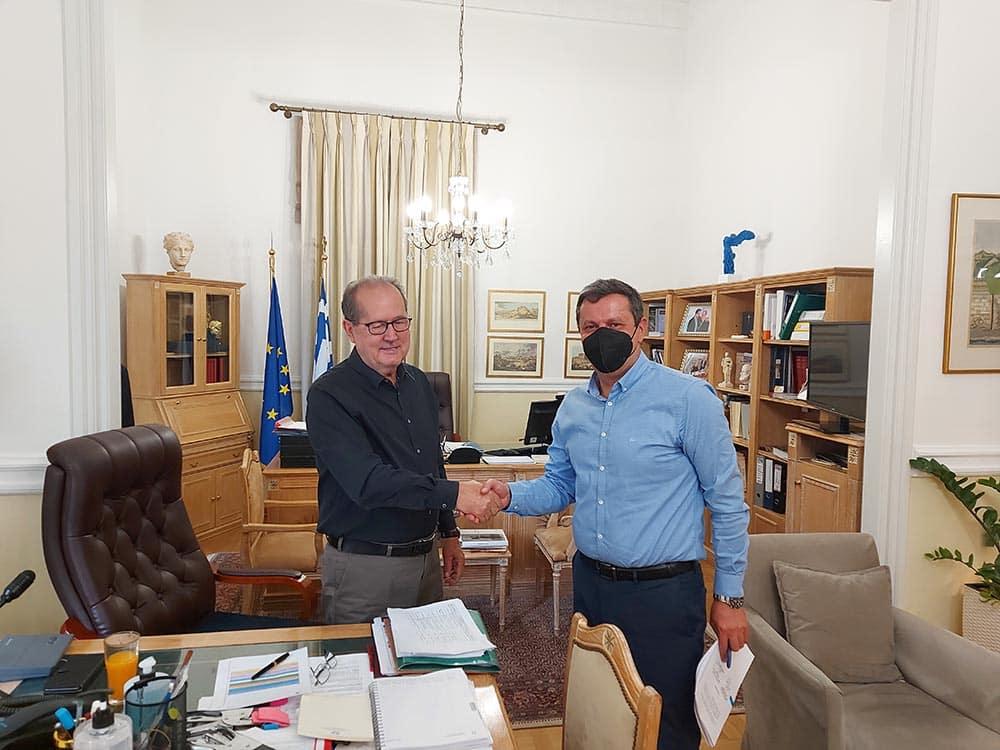 Προγραμματική σύμβαση για το γήπεδο της Μελιγούς υπέγραψε ο περιφερειάρχης Πελοποννήσου Π. Νίκας με τον δήμαρχο Βόρειας Κυνουρίας, επίκειται μία ακόμα για τον Ατσίγγανο