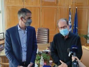 Εγκάρδια συνάντηση του περιφερειάρχη Πελοποννήσου Π. Νίκα με τον δήμαρχο Αθηναίων Κ. Μπακογιάννη, σήμερα Σάββατο, στην Καλαμάτα