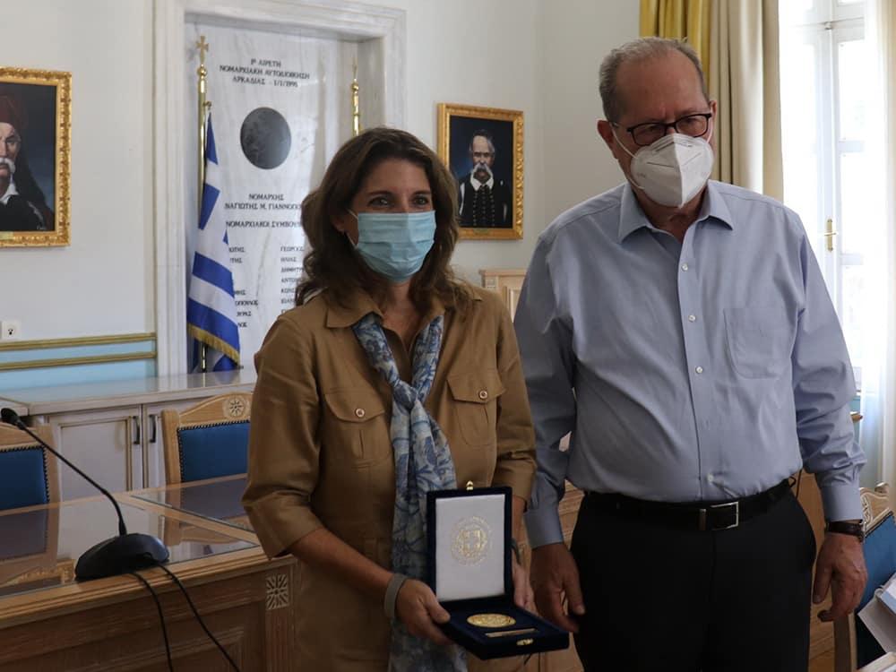 Συνάντηση του περιφερειάρχη Π. Νίκα με την διοικήτρια του ΟΠΕΚΑ Ξ. Παπασταύρου