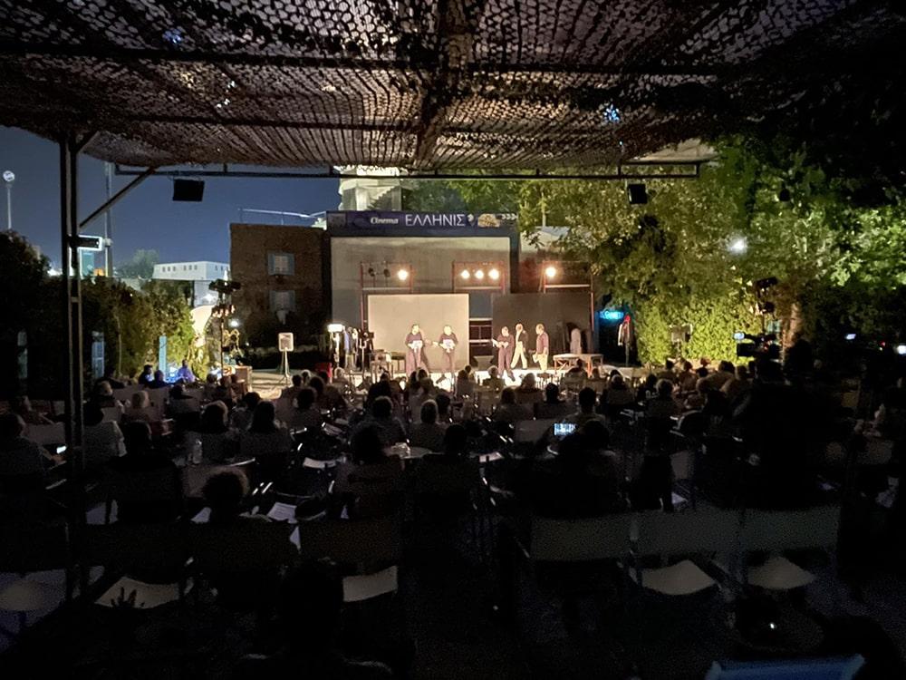 """Εξαιρετική επιτυχία είχε χθες Παρασκευή στη Θεσσαλονίκη η παράσταση """"Υλικό Καποδίστριας"""", συμπαραγωγή των ΔΗΠΕΘΕ Καλαμάτας και Ρούμελης"""