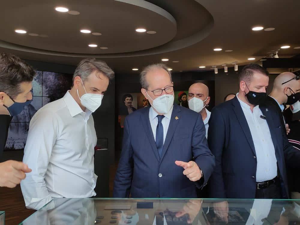 Τον πρωθυπουργό Κ. Μητσοτάκη υποδέχθηκε σήμερα ο περιφερειάρχης Πελοποννήσου Π. Νίκας στο επετειακό περίπτερο της Περιφέρειας στην 85η Διεθνή Εκθεση Θεσσαλονίκης