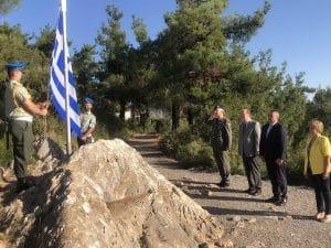 """Επαρση σημαίας στο """"κάθισμα του Κολοκοτρώνη"""" παρουσία του περιφερειάρχη Πελοποννήσου Π. Νίκα"""